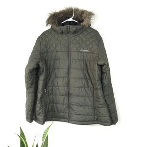 Columbia lightweight puffer jacket with fur hood